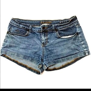 Billabong Vintage 90s Style Cuffed Shorts! Size 9